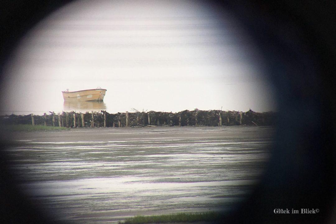 Boot durchs Fernrohr